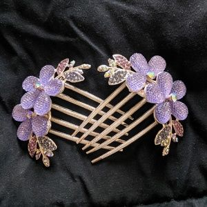 Gorgeous 😍 purple hair clips never used.